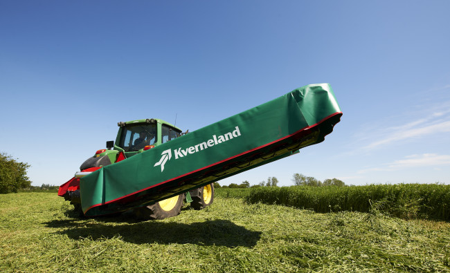 Kverneland 2624-2840 uzkarināmās pļaujmašīnas